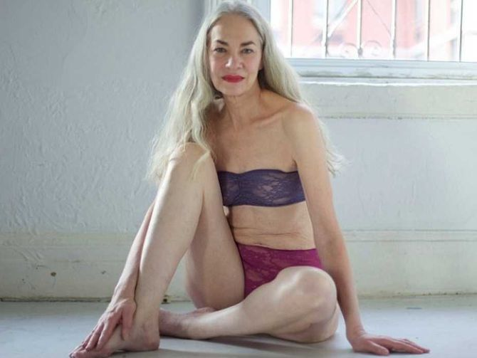 Jackie O'Shaughnessy, 62 ans, pose pour American Apparel Lingerie