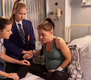 Hollyoaks 11/02 – Cindy gives birth three months early