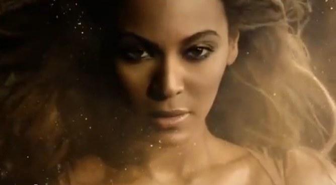 Beyonce pour son parfum Rise