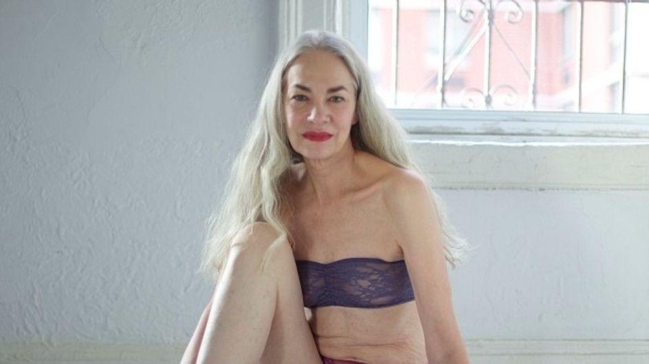 Il sex appeal non ha età: a 62 anni diventa modella di intimo