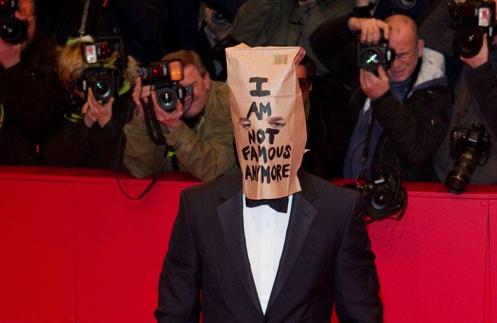 Attore famoso si presenta sul red carpet con un sacchetto in testa