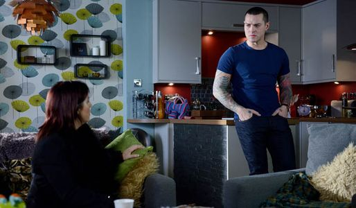 Kat isn't able to give up on Stacey and with Alfie's help they go to Luke's