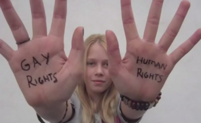 A 12 ans, cette enfant crée un court-métrage bluffant en faveur du mariage gay