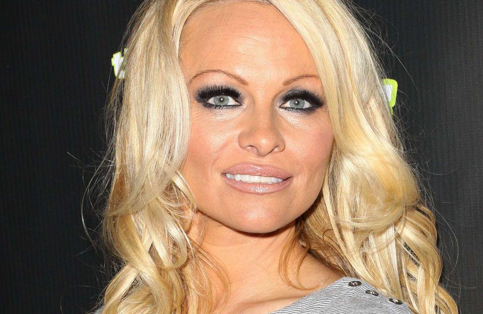 Pamela Anderson : Son strip-tease torride pour la PETA (Vidéo)