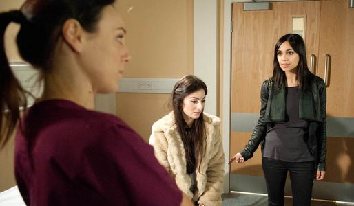 Leyla goes to Priya's scan with her