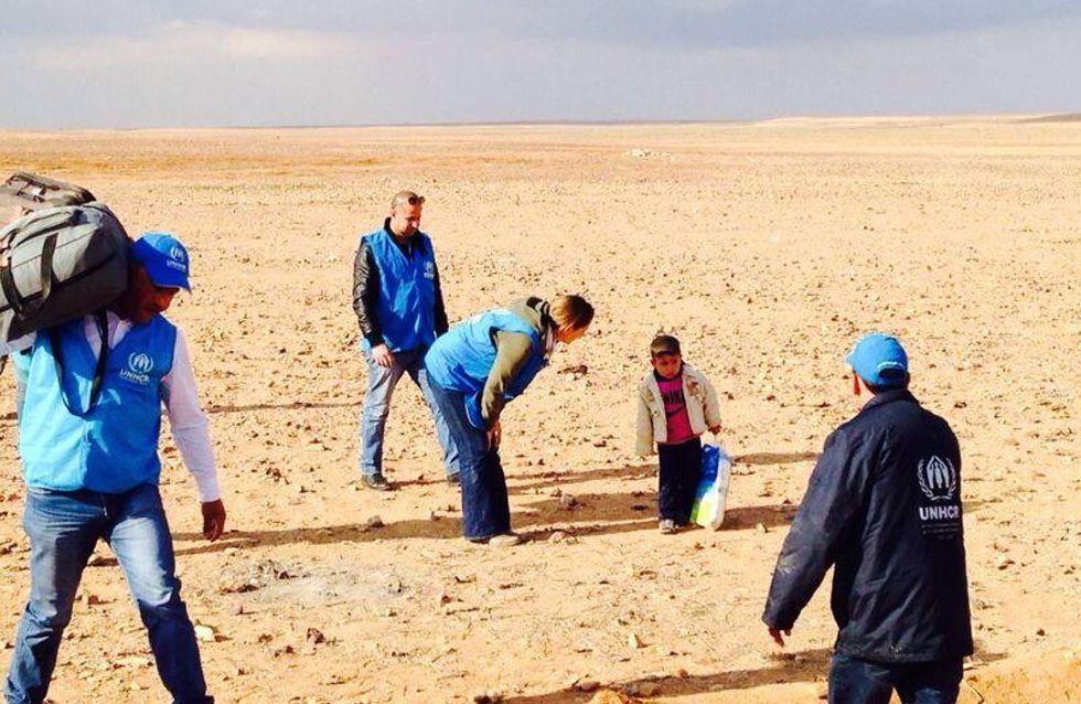 Flucht durch die Wüste: Eine Plastiktüte ist alles, was diesem Jungen geblieben ist