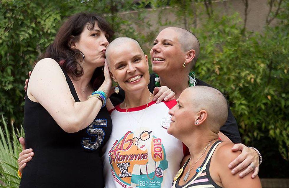 Ces courageuses mamans ont décidé de se raser la tête pour soutenir leurs enfants souffrant d'un cancer (Photos)