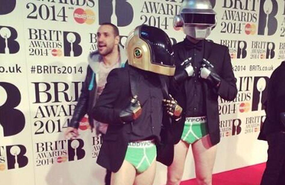 Brit Awards : Les Daft Punk en slip sur le tapis rouge