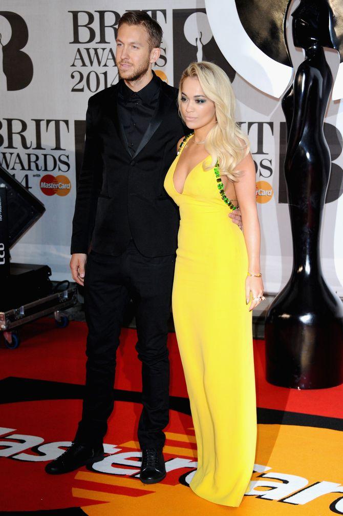 Rita Ora de Prada junto a Calvin Harris
