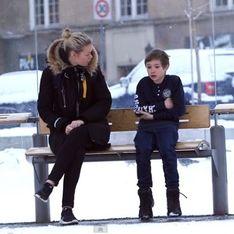 Voici ce qu'il se passe lorsque des passants croisent un enfant transi de froid… Et vous, que feriez-vous ?