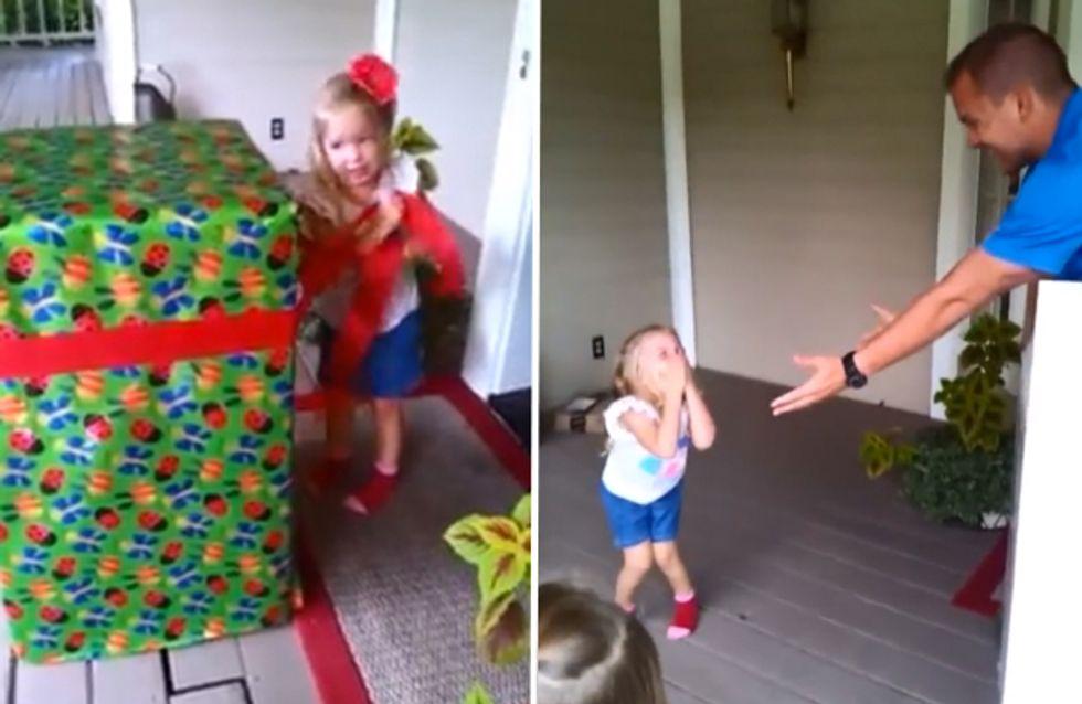 Cette petite ne s'attendait certainement pas à recevoir un si beau cadeau pour son anniversaire ! (vidéo)