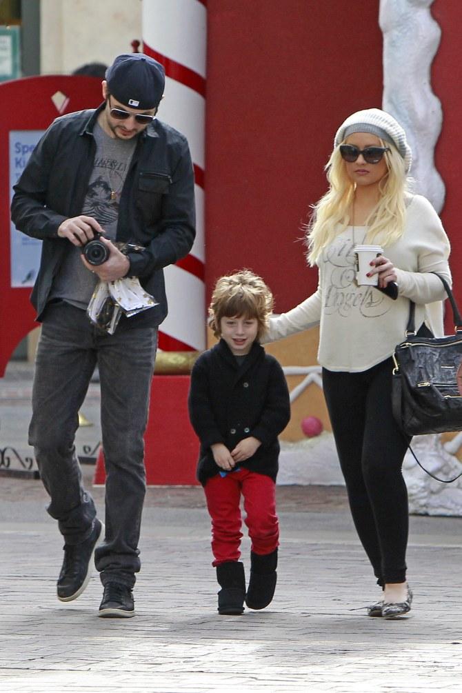 Christina Aguilera insieme al futuro marito Matt e al figlio Max