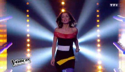 Jenifer et sa nouvelle robe dans The Voice