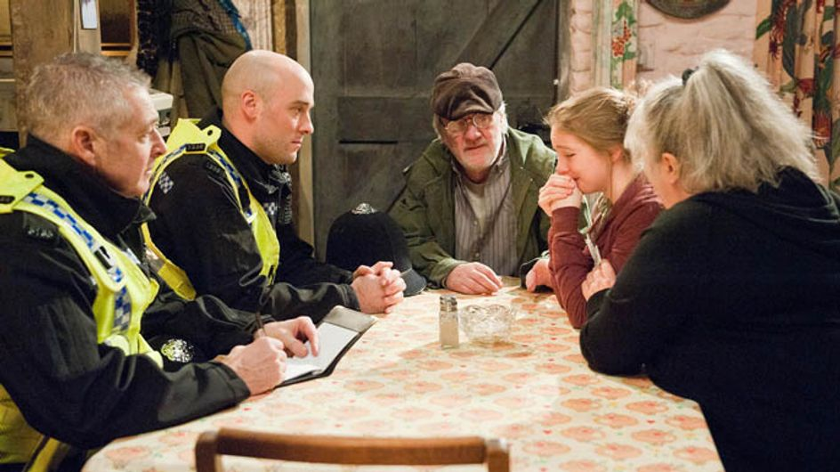 Emmerdale 6/03 – Lisa suspect that Belle isn't being entirely truthful