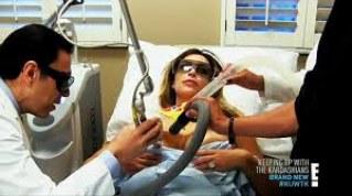 Kim Kardashian se fait refaire les seins en direct