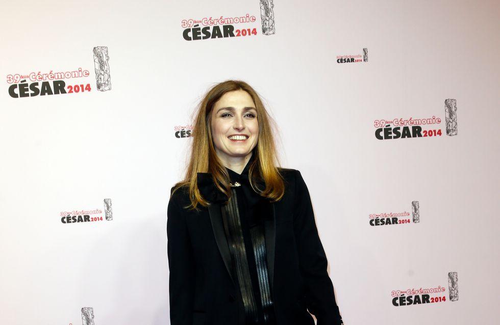 César 2014 : Julie Gayet, radieuse sur le tapis rouge