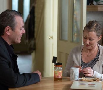 Eastenders 13/03 – David gives Carol an engagement ring