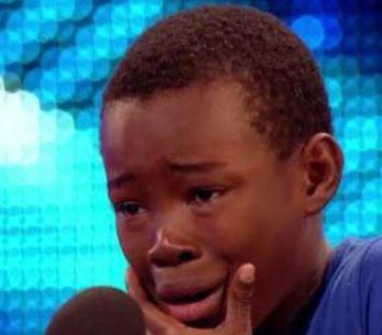 Ce garçon de 9 ans va te faire pleurer d'émotion, c'est certain (Vidéo)