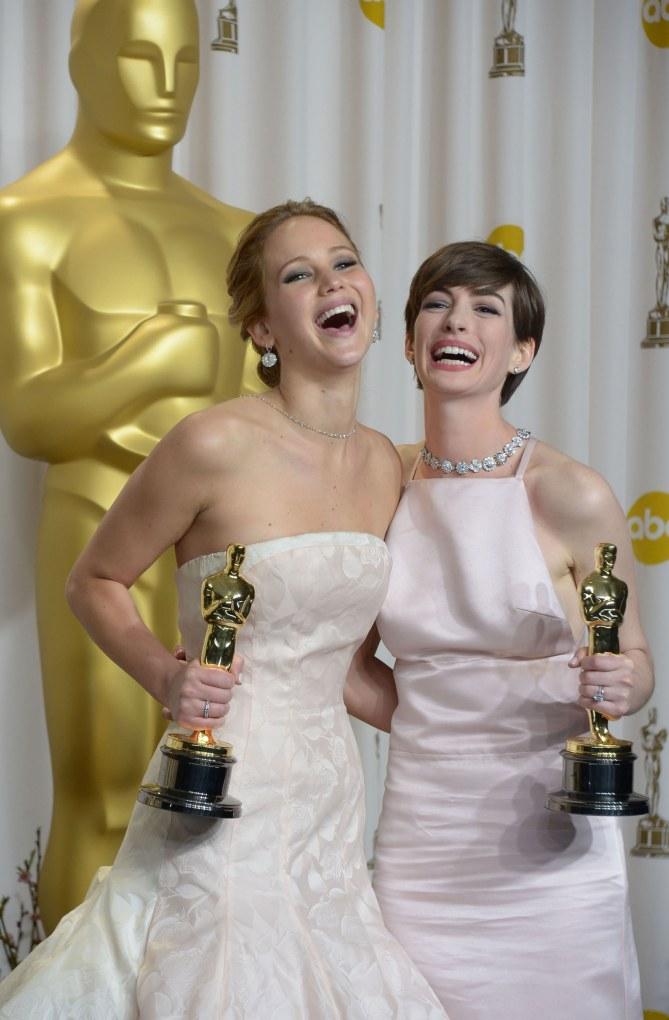 Jennifer Lawrence et Anne Hathaway aux Oscars 2013