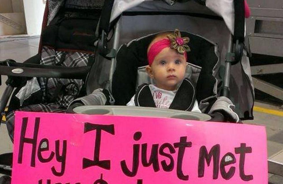 Séquence émotions : Cette petite fille de 7 mois rencontre son papa soldat pour la première fois