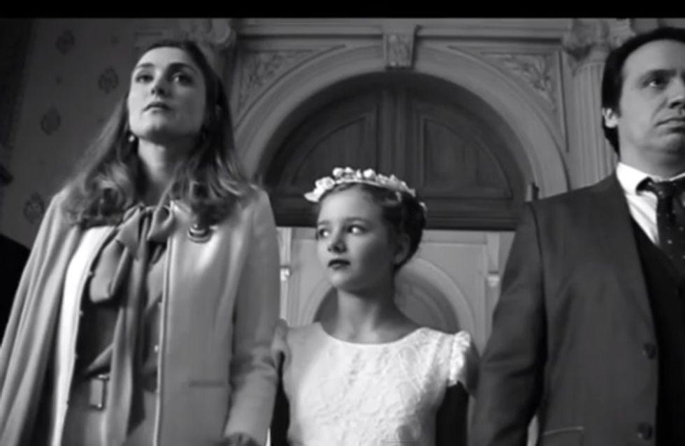 Journée de la femme : Julie Gayet en mère indigne pour lutter contre les mariages forcés (vidéo)
