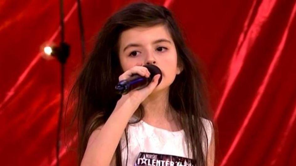A 7 ans à peine, cette petite fille et sa chanson vont vous donner des frissons ! (vidéo)