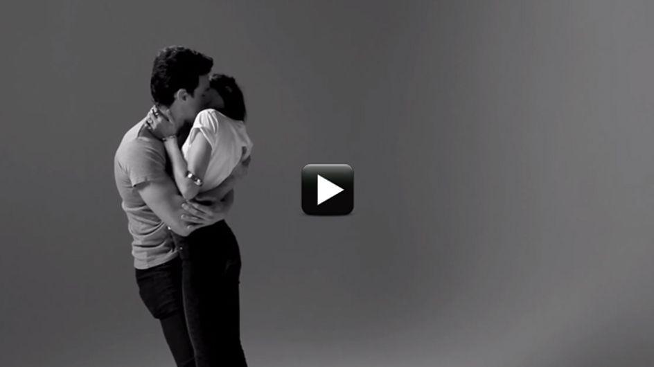 Video/ Baciami: 20 sconosciuti si baciano per la prima volta. All'inizio c'è imbarazzo, ma poi...