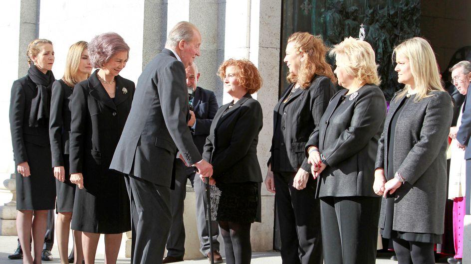 Los Reyes, doña Letizia y doña Elena arropan a las víctimas del 11M