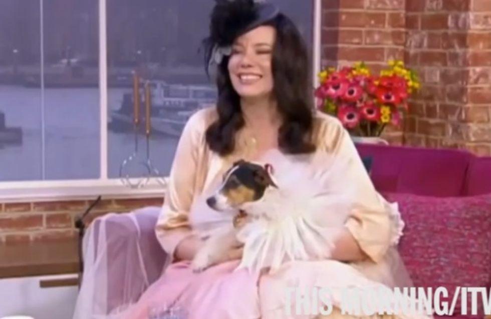 Déçue par les hommes, elle épouse son chien