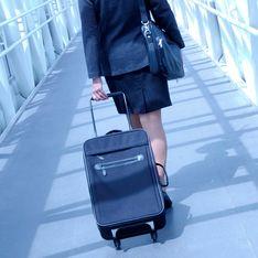 Au Japon, des hôtesses de l'air protestent contre leur uniforme trop court
