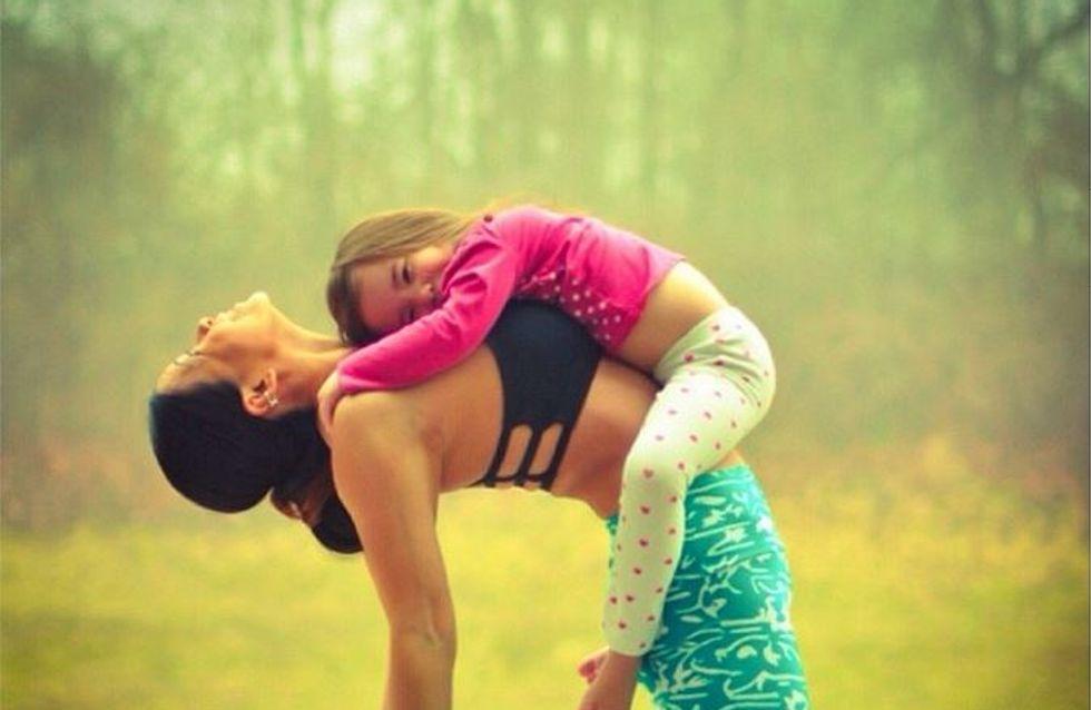 Inséparables, une maman et sa petite fille s'éclatent en faisant du yoga (Photos)