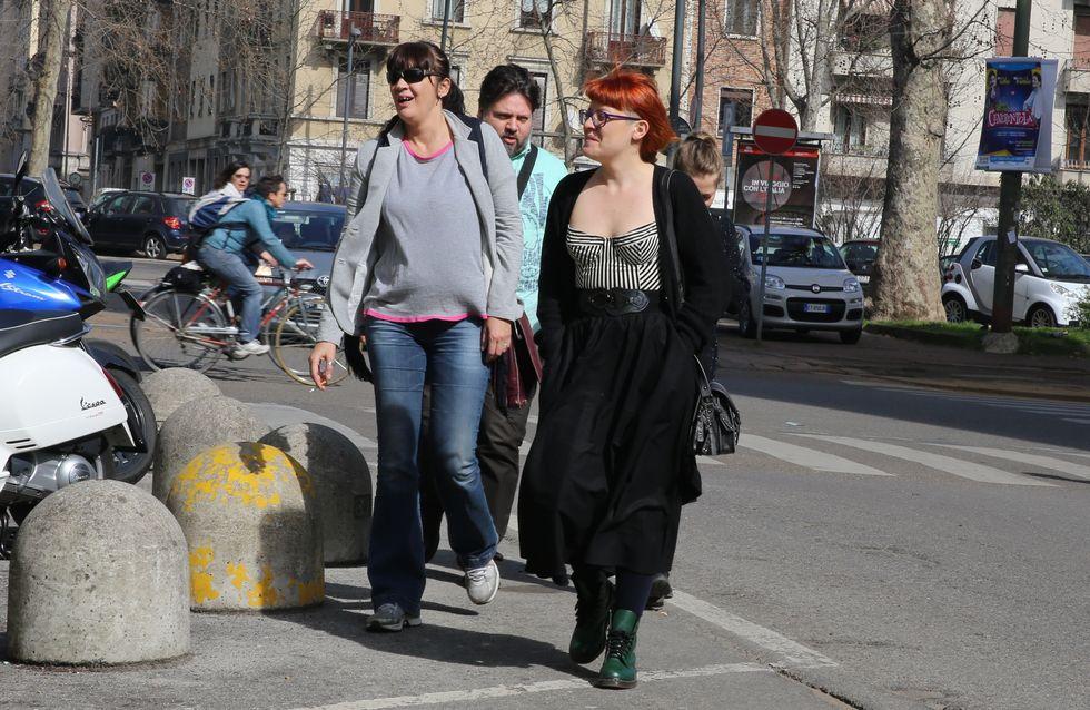 Noemi, ma come ti vesti? Lo strano look della cantante in giro per Milano
