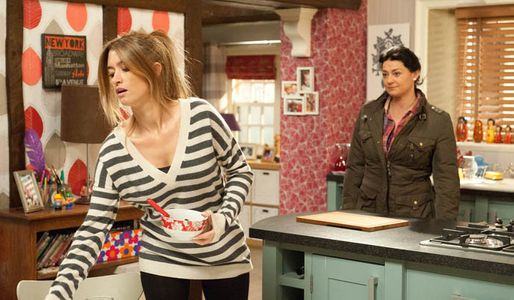 Moira suggests to Debbie that she give Pete another chance
