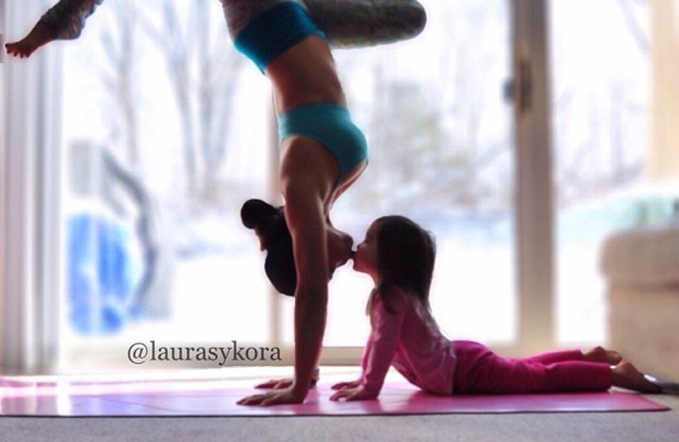 Las imágenes más bonitas de una madre y su hija practicando yoga