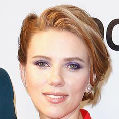 Scarlett Johansson : On copie son maquillage violine pour le printemps