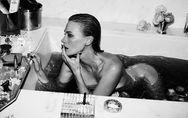 January Jones : Un shooting ultra-hot dans sa baignoire (photos)
