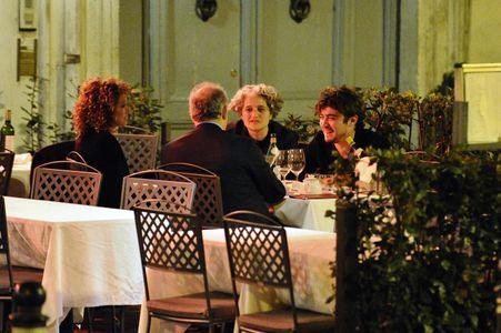 Valeria Golino e Riccardo Scamarcio con la famiglia dell'attrice