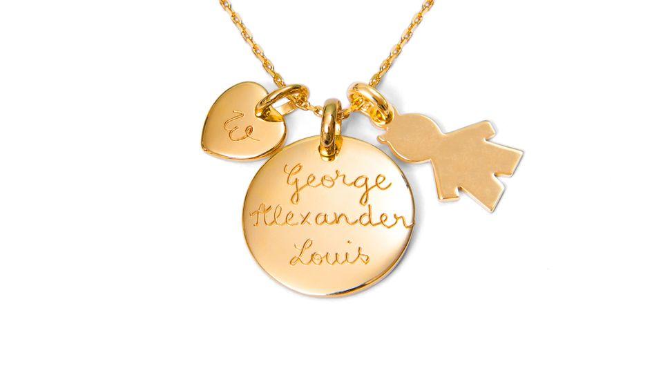 Kate Middleton : On shoppe son collier Merci Maman