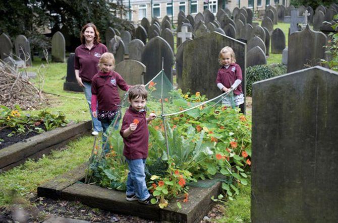 Todmorden, l'orto urbano anche nel cimitero