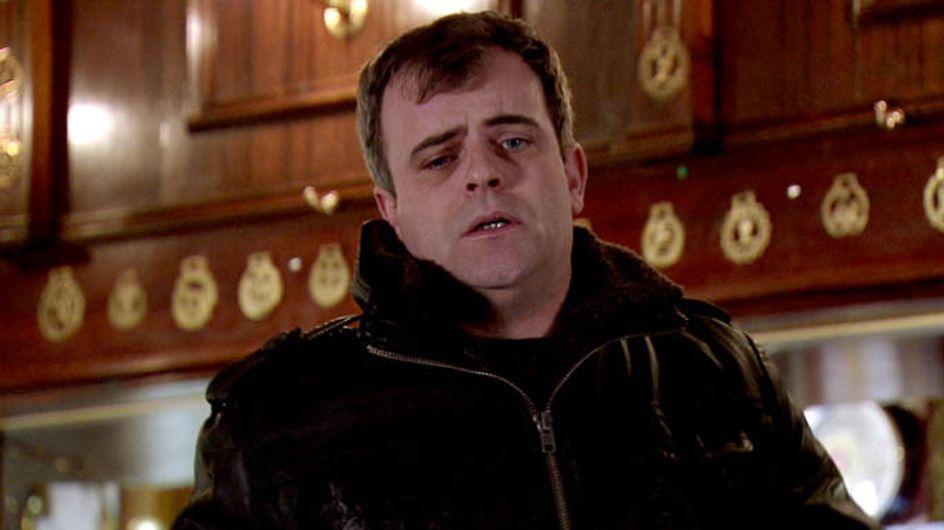 Coronation Street 02/04 – Peter drowns his sorrows