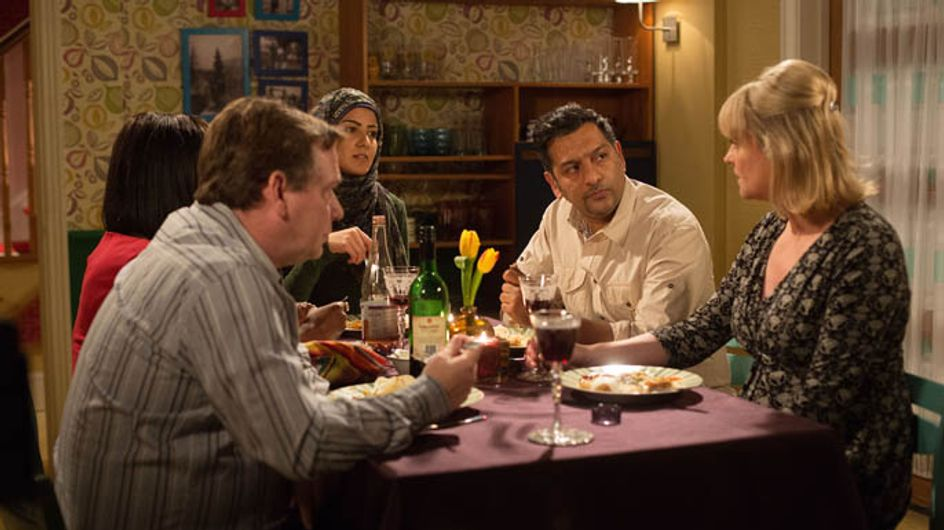 Eastenders 3/04 – Lucy and Lauren head to the Branning household