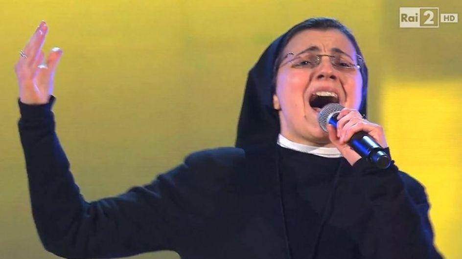 Soeur Cristina, la religieuse qui met le feu à la scène de The Voice Italie (Vidéo)