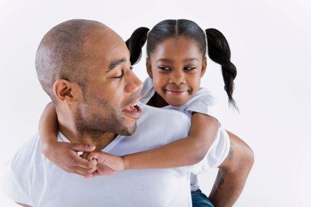 Il fait promettre à sa fille de ne jamais sortir avec un garçon