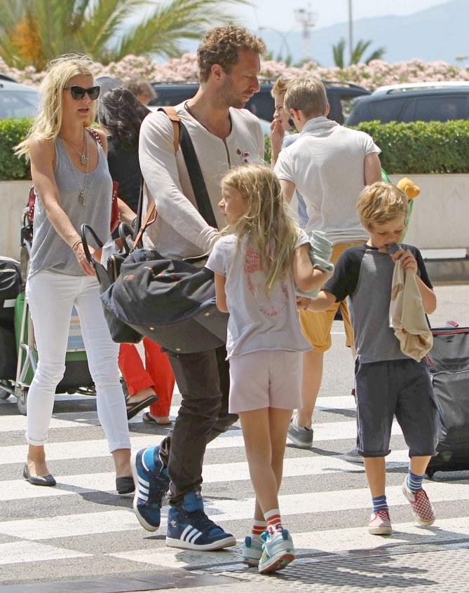 Gwyneth Paltrow y Chris Martin con sus hijos