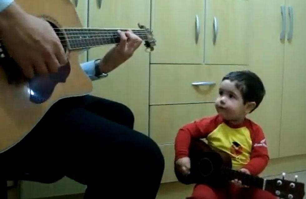 Pausbacken & Kulleraugen - dieser Zweijährige singt sich in unser Herz!