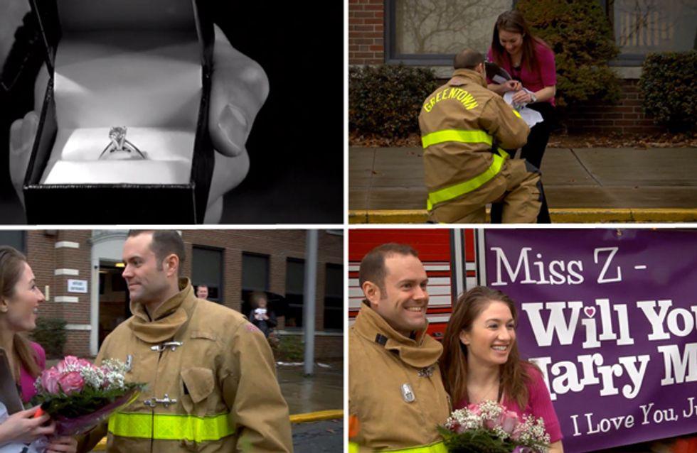 Video/ La proposta di matrimonio più focosa? Quella fatta durante un'esercitazione antincendio!