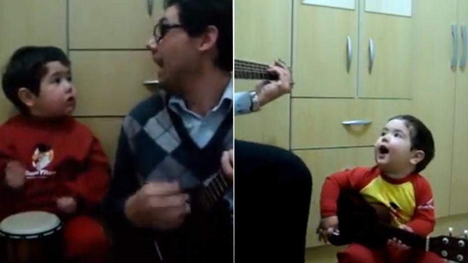 Video/ Questo bimbo prodigio che canta i Beatles non può che farti ridere, anche se è molto bravo!