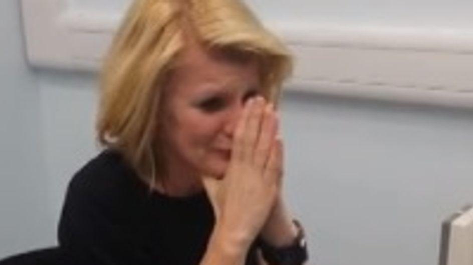 La réaction bouleversante d'une femme née sourde qui entend pour la première fois (Vidéo)