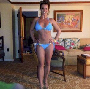 Britney Spears et ses abdos en béton à Hawai