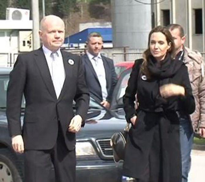 Angelina Jolie arrive au Mémorial de Srebrenica